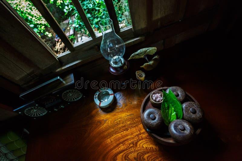 Casa y cocina tailandesas retras del estilo en Uthai-Thani Tailandia fotos de archivo