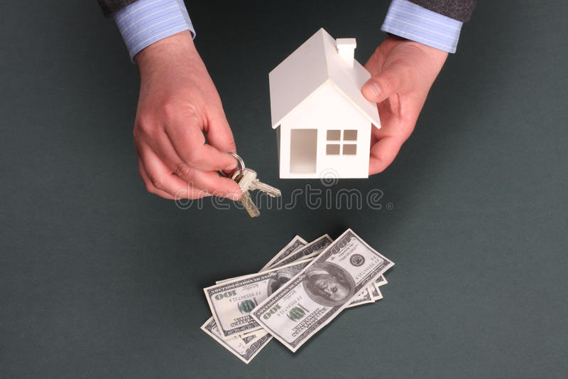 Casa y dinero fotos de archivo