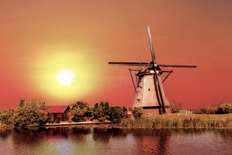 Casa y el gigante de Países Bajos imágenes de archivo libres de regalías