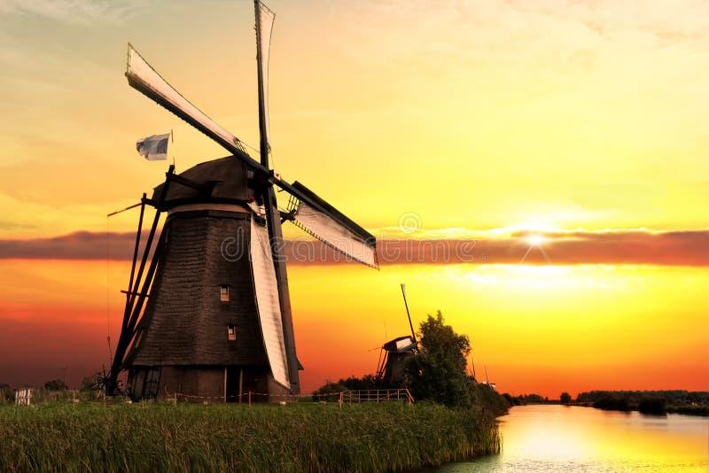 Casa y el gigante de Países Bajos imagenes de archivo