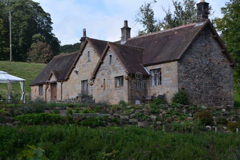 Casa y jardines Northumberland de Cragside imagenes de archivo
