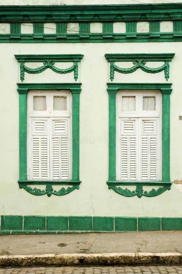 Casa y ventanas coloridas fotos de archivo