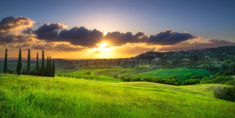 Download Casale Marittimo Wioska, Winnicy I Krajobraz W Maremma, Tu Zdjęcie Stock - Obraz złożonej z oliwka, wieśniak: 106923124