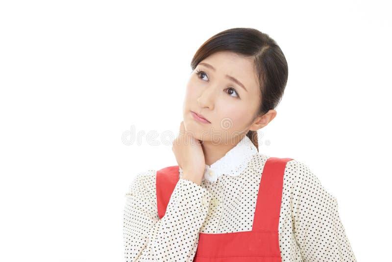 Casalinga asiatica che ? preoccupata fotografia stock