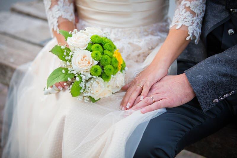 Casamento, anéis e ramalhete imagens de stock royalty free