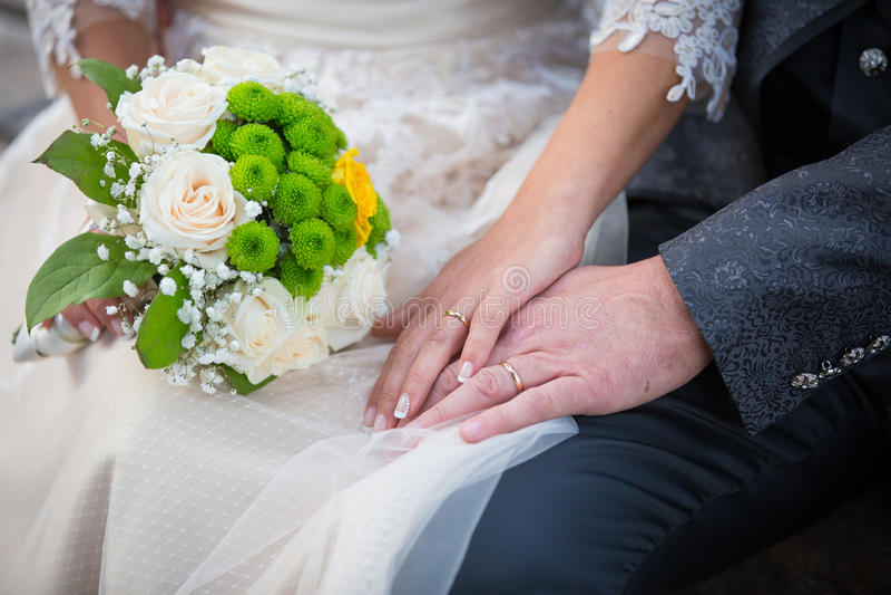 Casamento, anéis e ramalhete imagem de stock royalty free