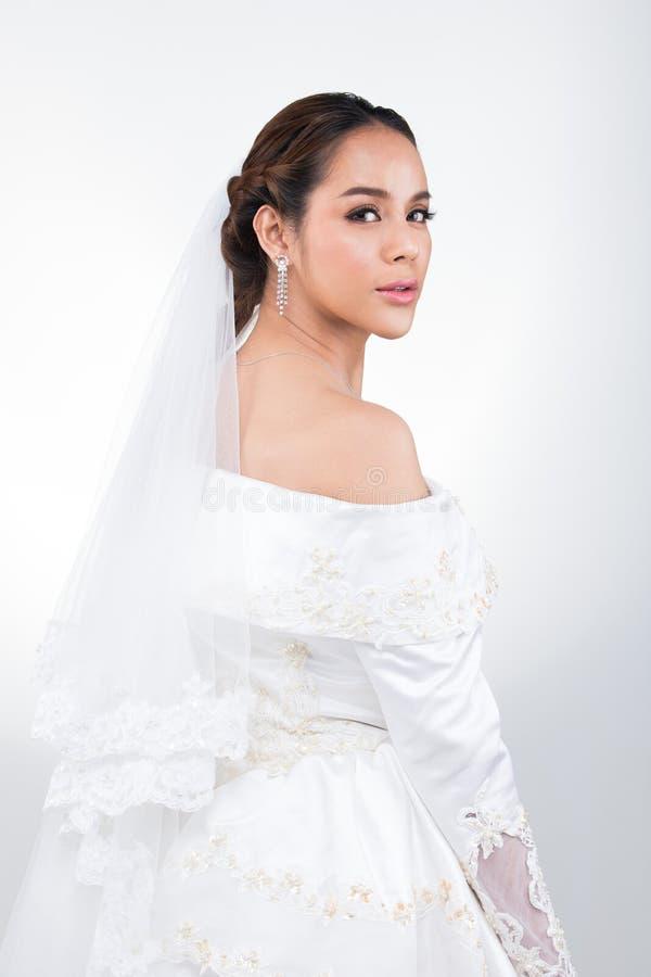 Casamento branco da noiva bonita asi?tica bonita da mulher fotos de stock royalty free