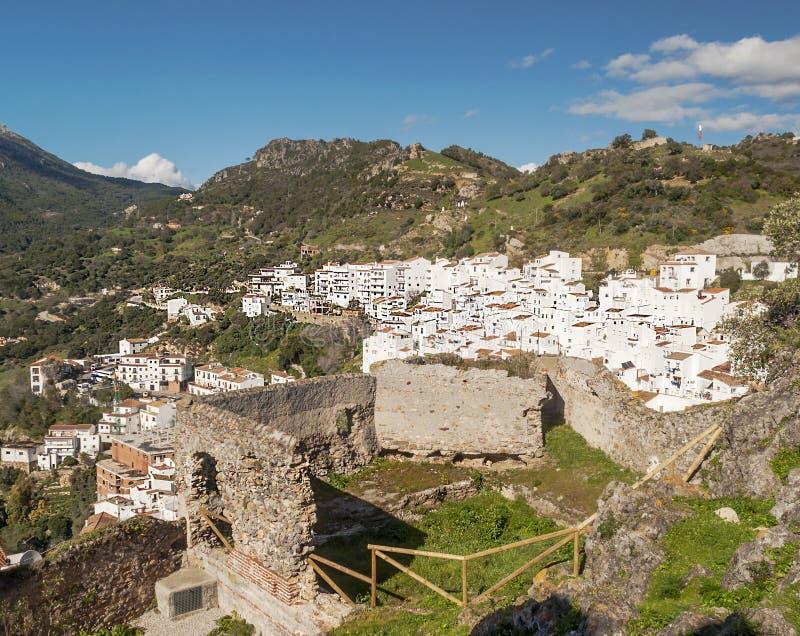 Casares που βλέπει από ένα κάστρο στοκ εικόνα με δικαίωμα ελεύθερης χρήσης