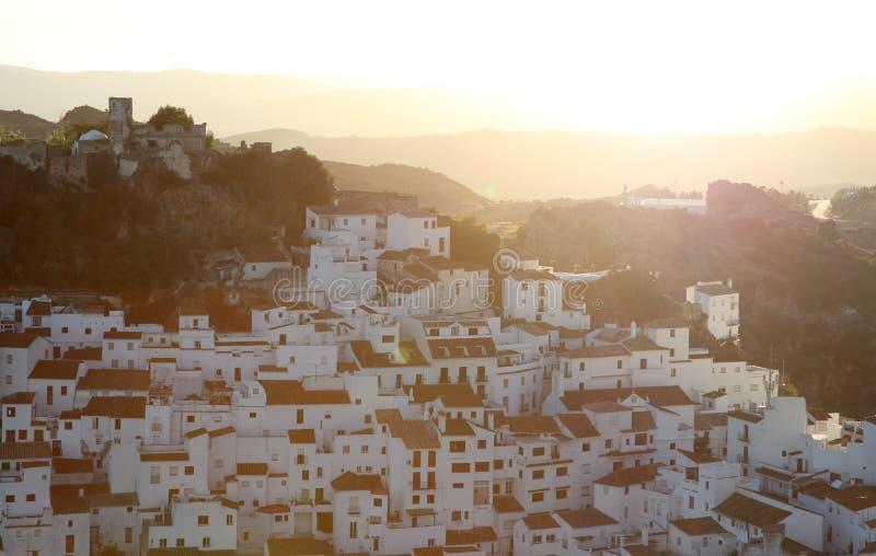 By Casares på solnedgången, Spanien arkivbild