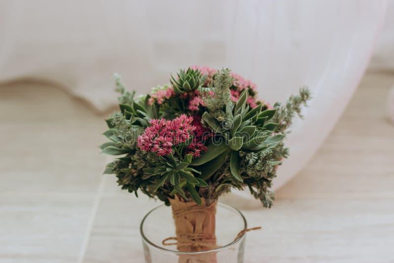 Casarse el ramo de succulents imagen de archivo libre de regalías