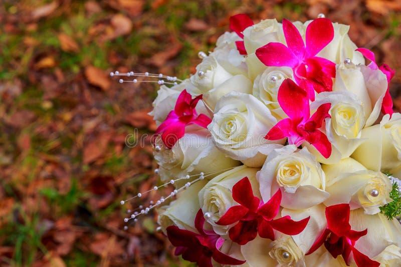 Casarse el ramo nupcial con las rosas fotos de archivo libres de regalías