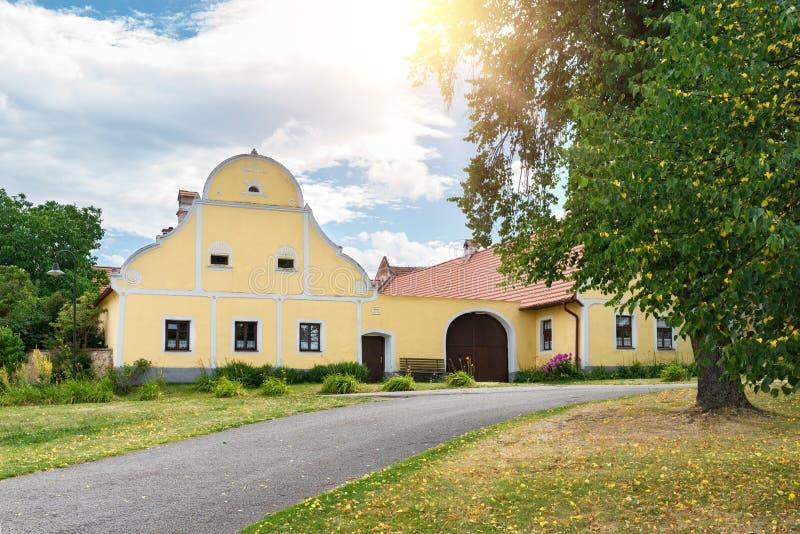 Casas adornadas rurales en Holasovice, República Checa Sitio del patrimonio mundial de la UNESCO imagen de archivo libre de regalías