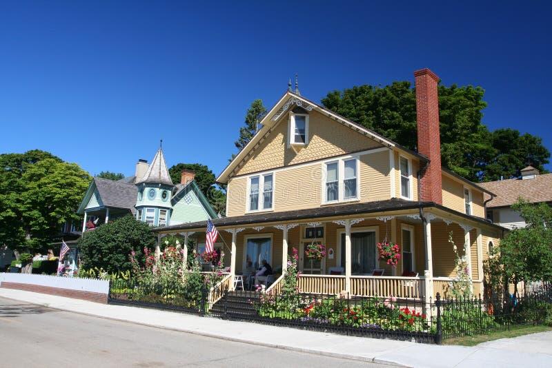 Casas antigas na ilha de Mackinac foto de stock