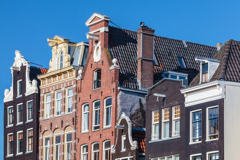 Casas antiguas del canal en el capital holandés Amsterdam fotografía de archivo