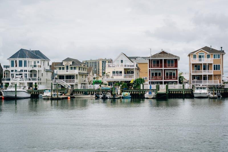 Casas ao longo da base de Gardners em Atlantic City, New-jersey imagens de stock