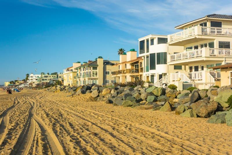 Casas beira-mar na praia imperial, Califórnia imagens de stock royalty free