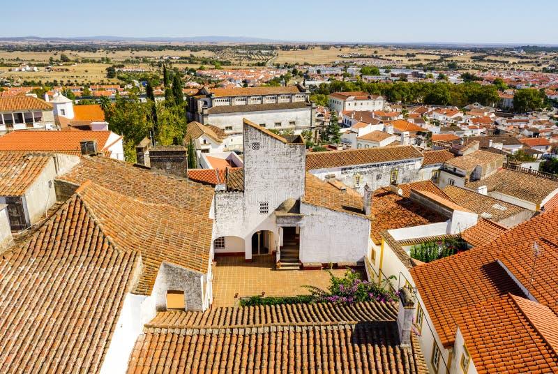 Casas brancas pequenas de Évora com telhados do argyle foto de stock