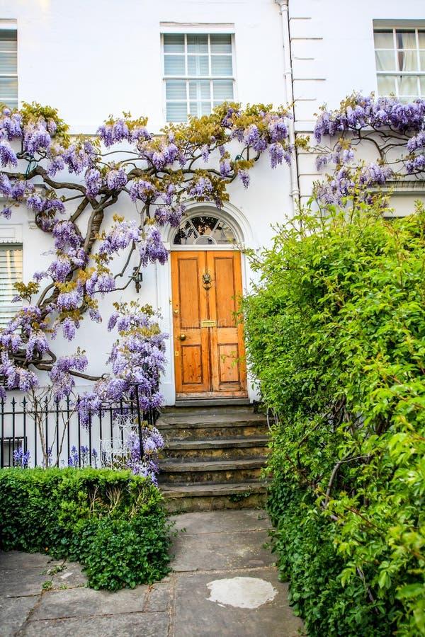 Casas britânicas tradicionais em Richmond, perto de Londres, Reino Unido fotos de stock royalty free