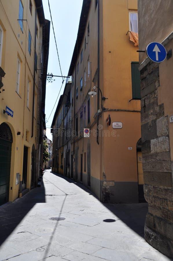 Casas, calles y ventanas italianas fotos de archivo