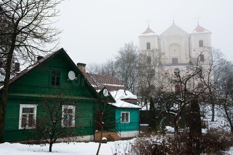 casas Caraite y St Mary Church foto de archivo libre de regalías