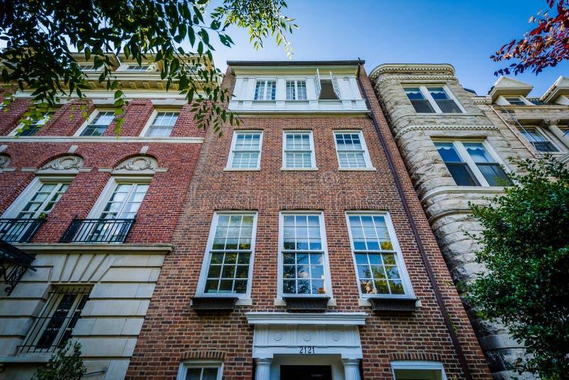 Casas cerca del círculo de Du Pont, en Washington, DC foto de archivo libre de regalías