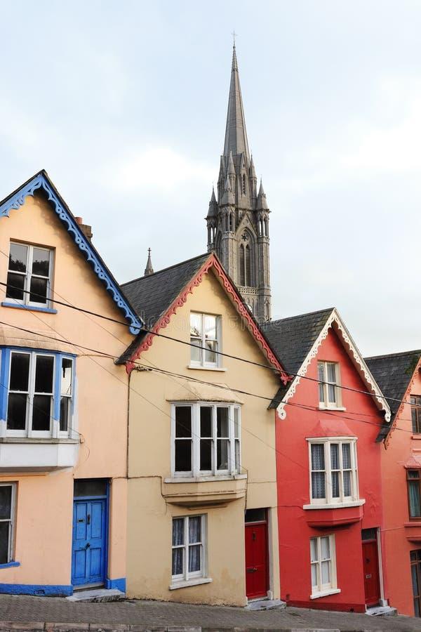 Casas colgantes. Cobh, Irlanda fotografía de archivo