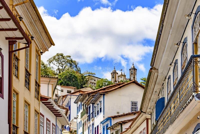 Casas coloniais do centro da cidade histórica de Ouro Preto imagem de stock