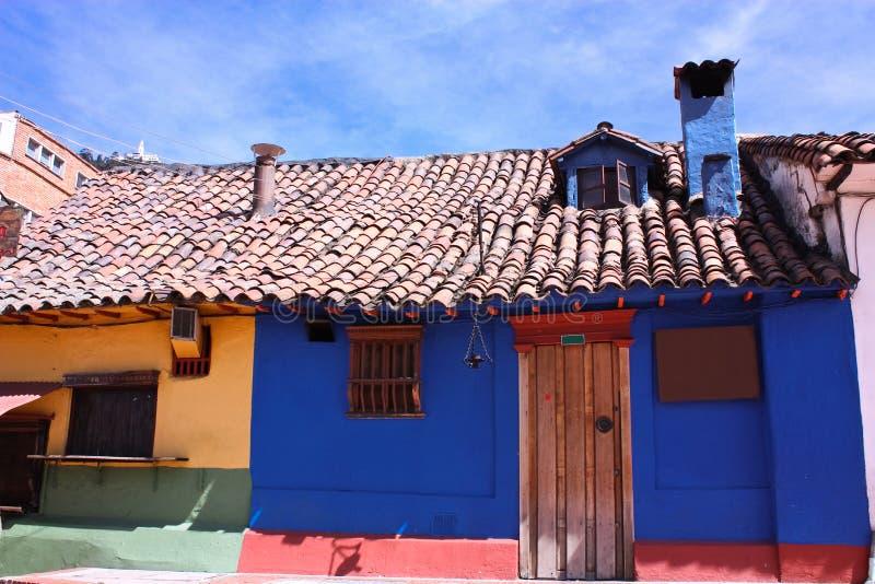 Casas coloniais do estilo. La Candelaria, ¡ de Bogotà fotografia de stock