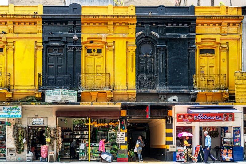 Casas coloniais velhas e coloridas em Medellin, Colômbia imagem de stock royalty free