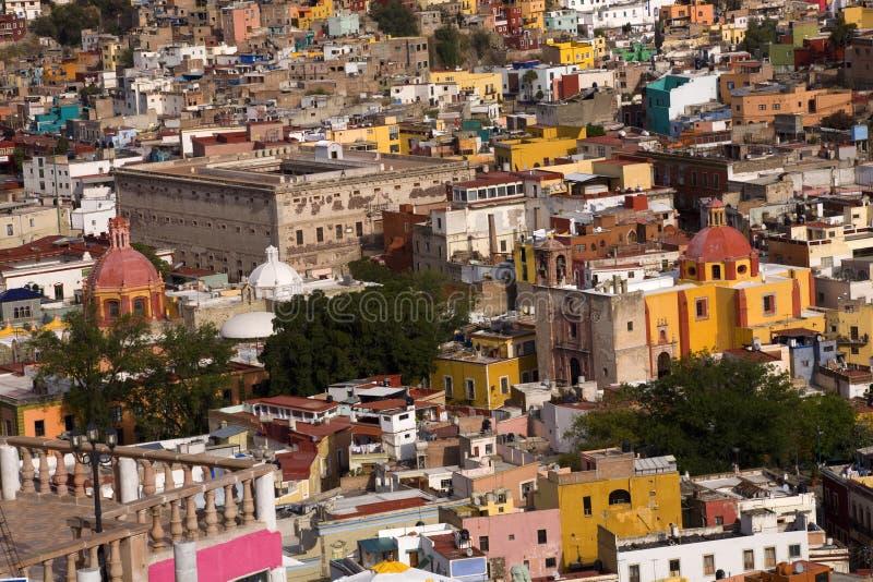 Casas coloreadas, fortaleza de las iglesias, Guanajuato México fotos de archivo libres de regalías