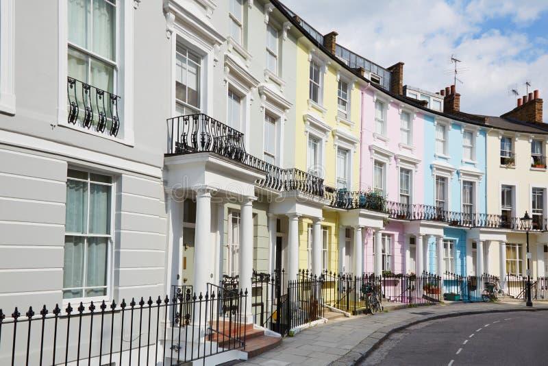 Casas coloridas de Londres no monte da prímula foto de stock royalty free