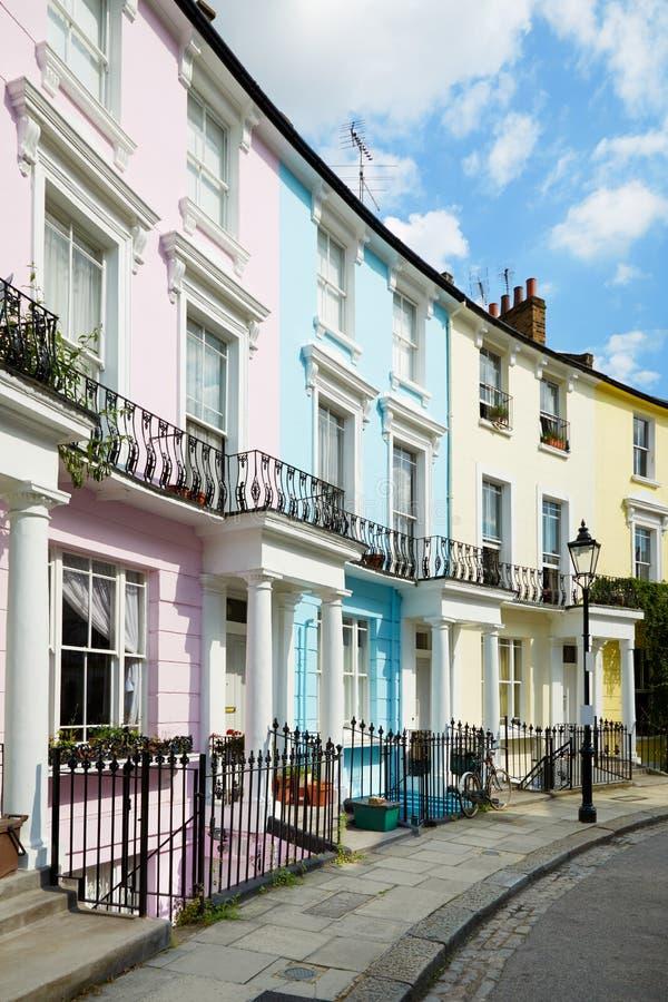 Casas coloridas de Londres no monte da prímula fotos de stock royalty free