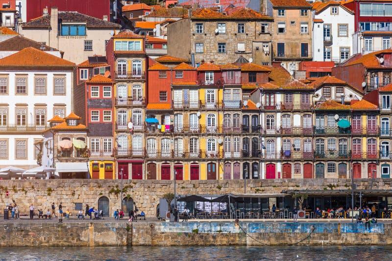 Casas coloridas de Porto Ribeira, fachadas tradicionais, multi velho foto de stock royalty free