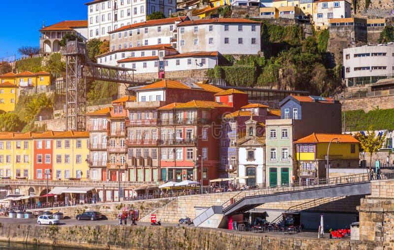 Casas coloridas de Porto Ribeira, fachadas tradicionais, multi velho imagens de stock royalty free