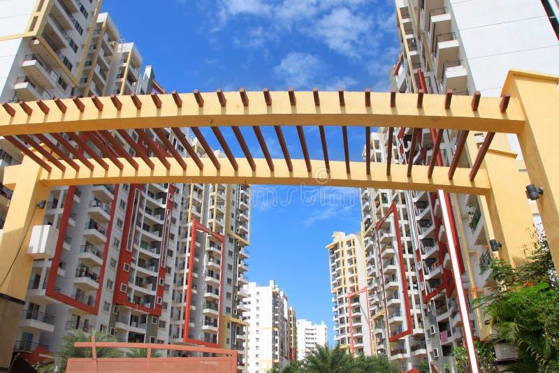 Casas coloridas do apartamento na cidade de Bangalore fotografia de stock royalty free