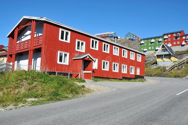 Casas coloridas, edificios en Qaqortoq, Groenlandia imagen de archivo
