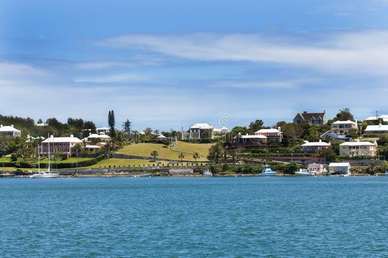 Casas coloridas em Bermuda. Hamilton do centro imagens de stock royalty free