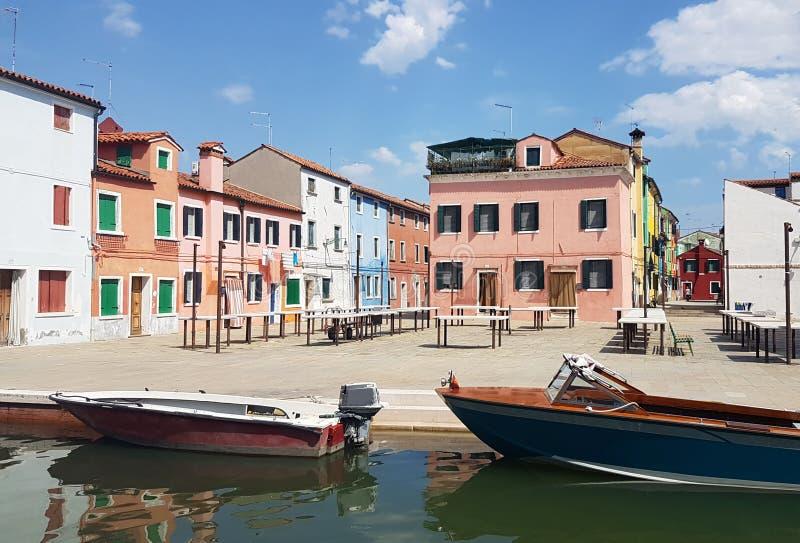 Casas coloridas em Burano, Veneza foto de stock