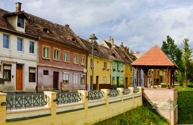 Casas coloridas em Sibiu, a Transilvânia fotos de stock