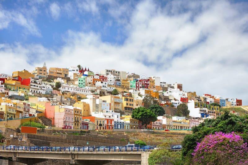 Casas coloridas en distrito residencial Las Palmas Gran Canari foto de archivo libre de regalías