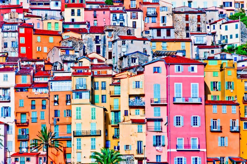 Casas coloridas en la aldea de Provence de Menton foto de archivo