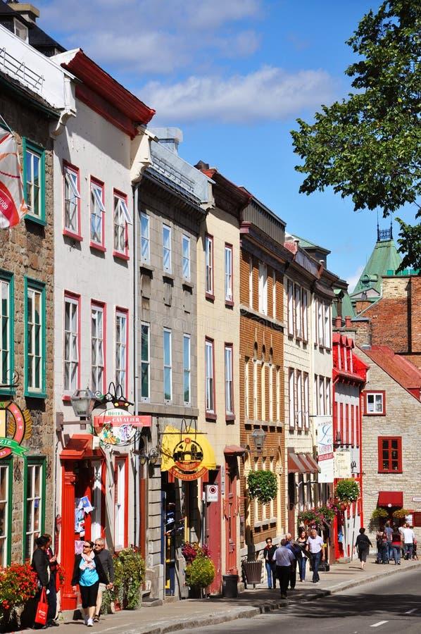 Casas coloridas en la ruda St. Louis, Quebec City imagen de archivo
