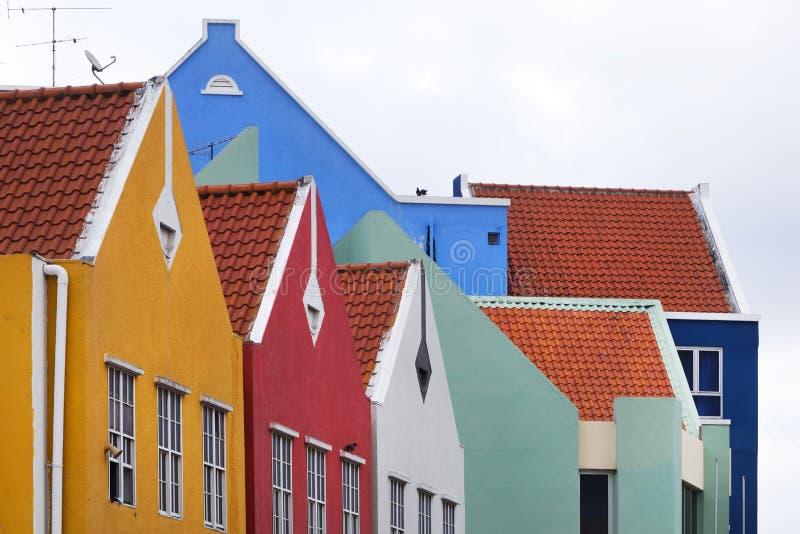Casas coloridas en Willemstad imagenes de archivo