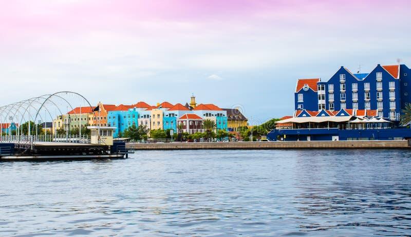 Casas coloridas en Willemstad Curaçao, holandés Antillas fotografía de archivo