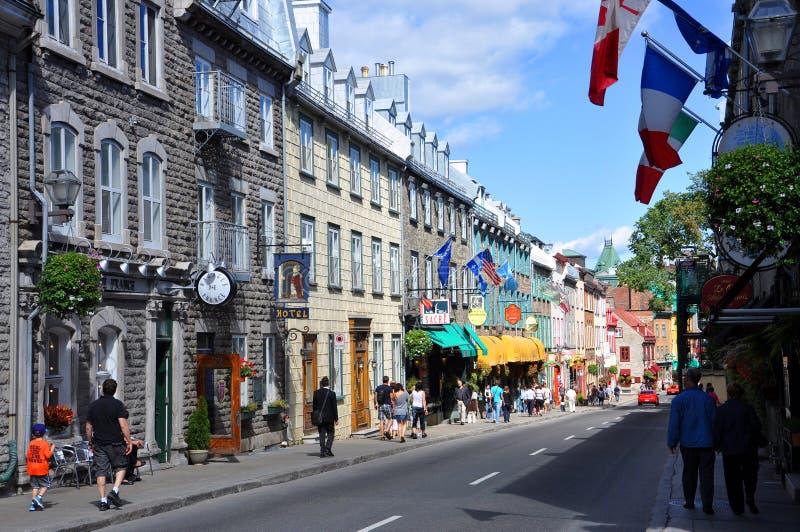 Casas coloridas na rua St Louis, Quebec City imagem de stock