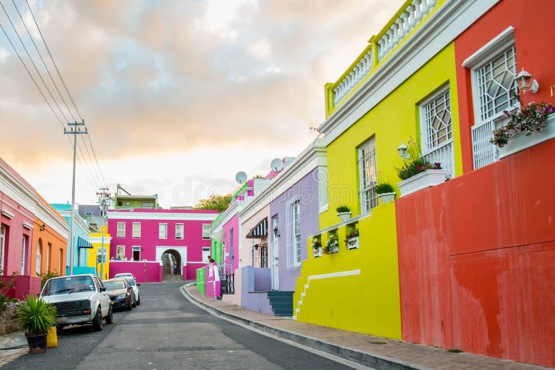 Casas coloridas na vizinhança BO-Kaap histórica em Cape Town fotos de stock royalty free