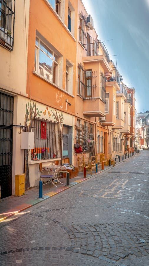 Casas coloridas no distrito de Balat de Fatih fotografia de stock