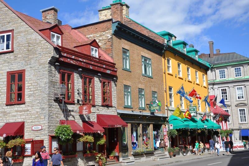Casas coloridas no Saint Louis da rua, Cidade de Quebec foto de stock