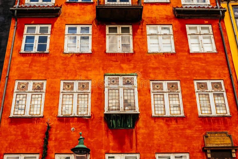Casas coloridas típicas y exteriores del edificio en la ciudad vieja de Copenhague fotografía de archivo libre de regalías