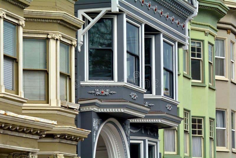 Casas coloridas velhas do victorian enfrentadas em San Francisco fotografia de stock